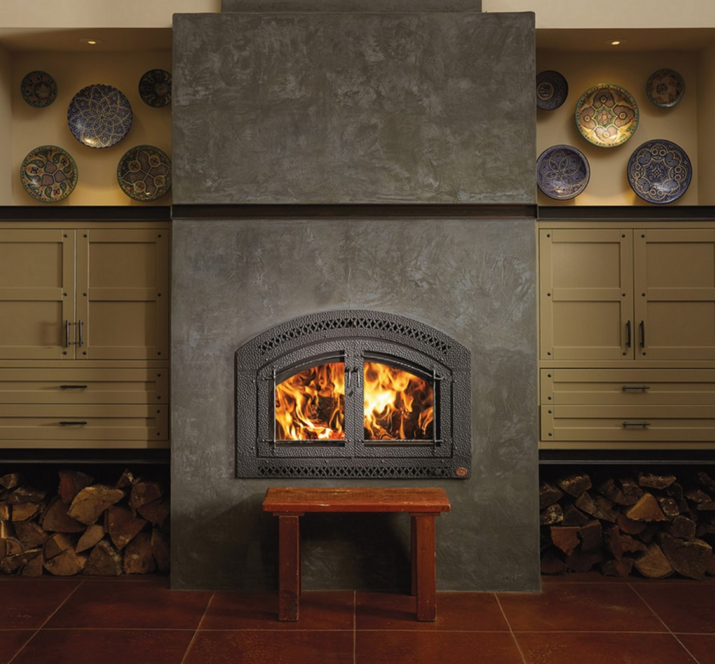 One more Image of the 44 Elite woodburning fireplace featuring a traditional face.