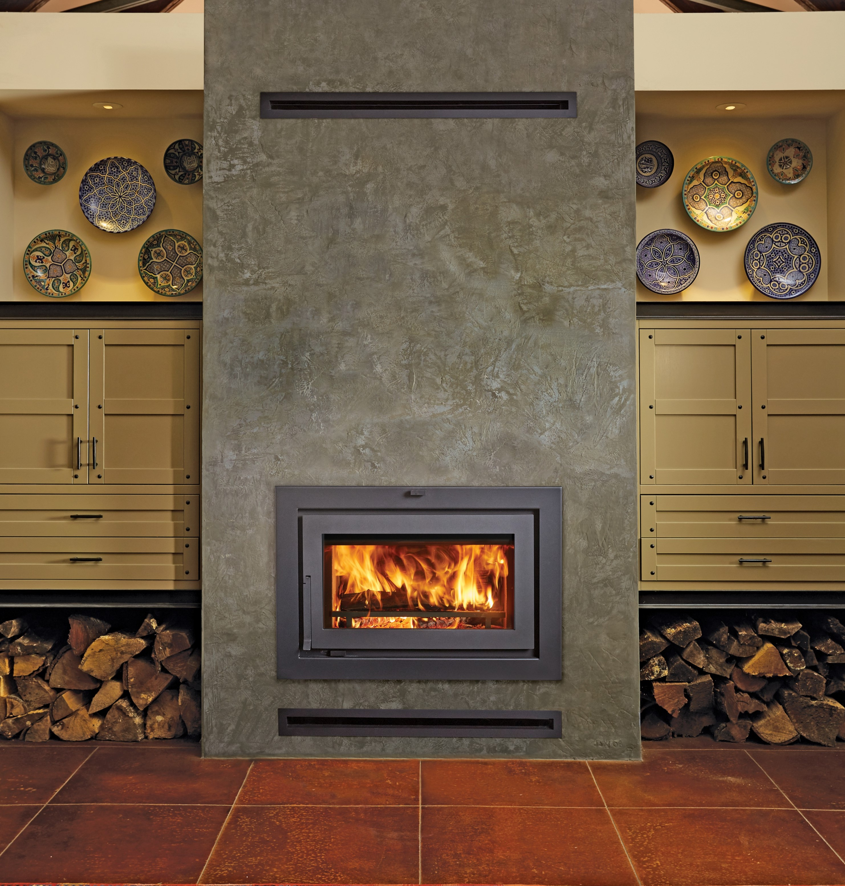Image of the modern 42 Apex clean face woodburning fireplace featuring a traditional face.